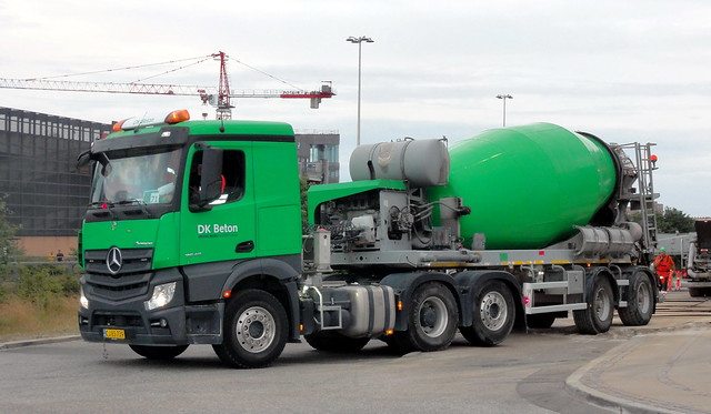 Mercedes Actros CJ85739 was the 3rd of 5 articulated concrete mixers on this whole day job