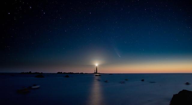 NEOWISE au Phare de l'Île Vierge