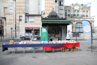 Kiosque Brancusi ouvert, installation des livres.