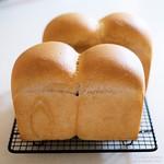 ブラックベリー酵母の生クリーム食パン 20200724-DSCT3629 (2)