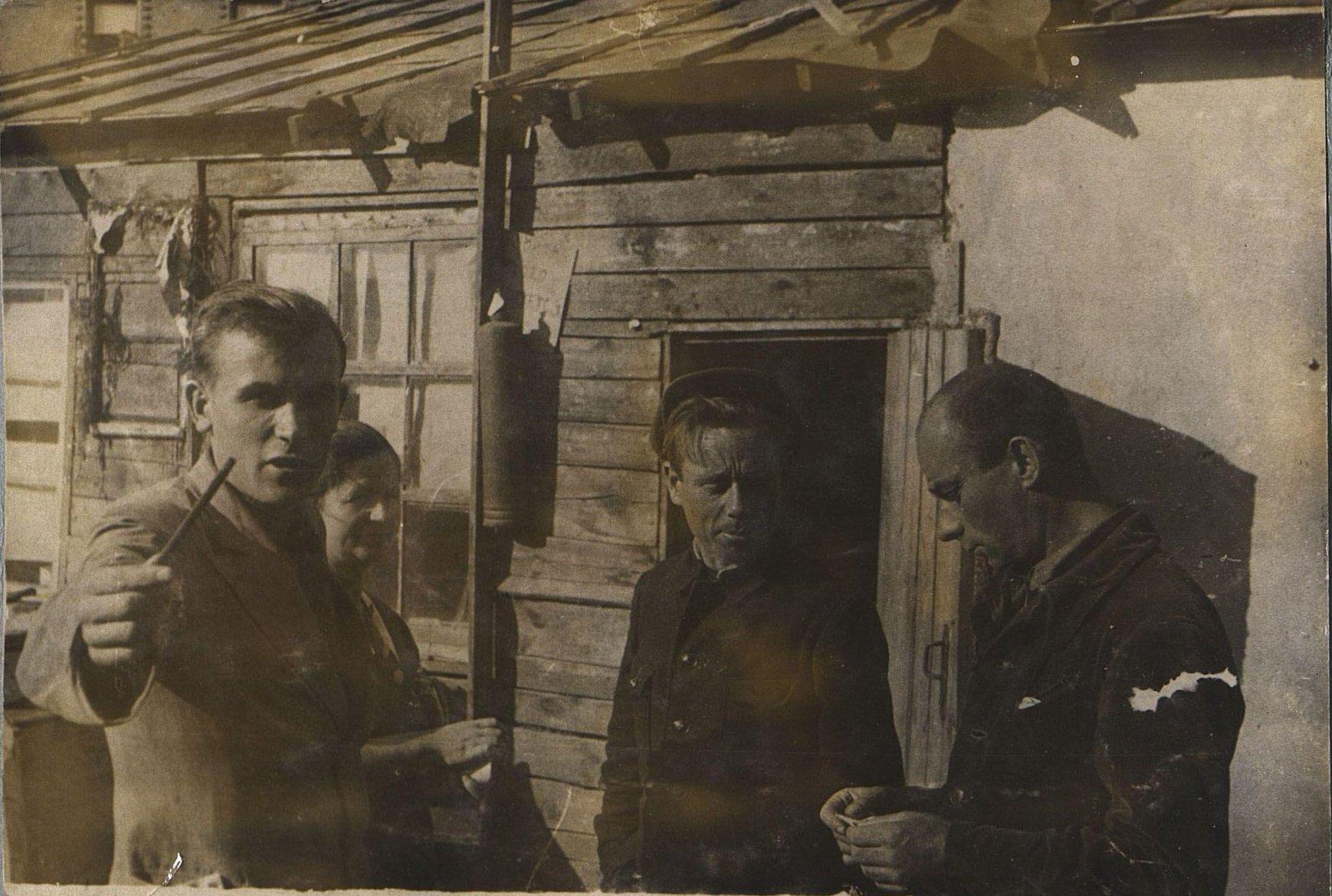 15. 1937. Ушаков Иван Ефимович на строительстве школы на Нижней Пресне. Март
