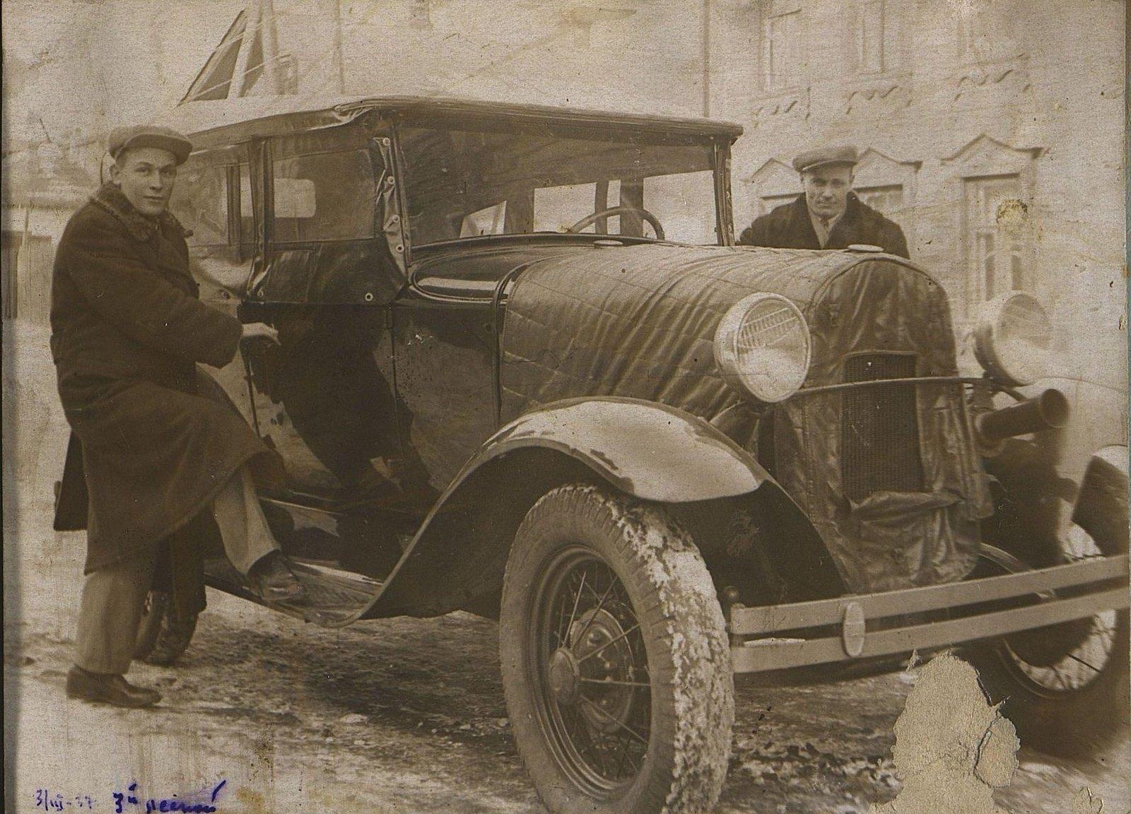 11. 1937. Ушаков И.Е. на строительстве школы на Нижней Пресне (с неизвестным около автомобиля). 3 марта
