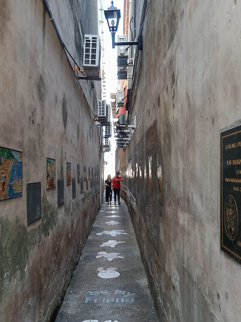 Narrow alley in chinatown