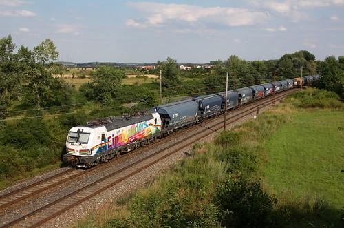 """Vectron 193 366 DB Carga """"I am Einziganders"""" na vlaku dopravce DBCCZ s loženým vlakem zrní, relace Miskolc Gömöri(HU)-Zeitz."""