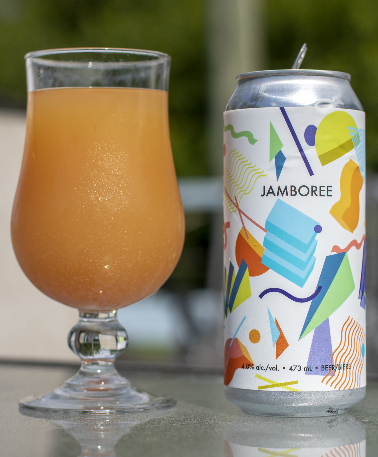 2 Crows Jamboree Sour w. Strawberry and Guava