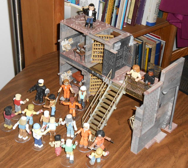 The Walking Dead - Prison Catwalk with MiniMates