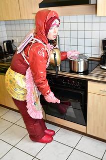 das deutsche Dhimmi Dienstmädchen Zwanette des Omeirat Clans in Duisburg Marxloh