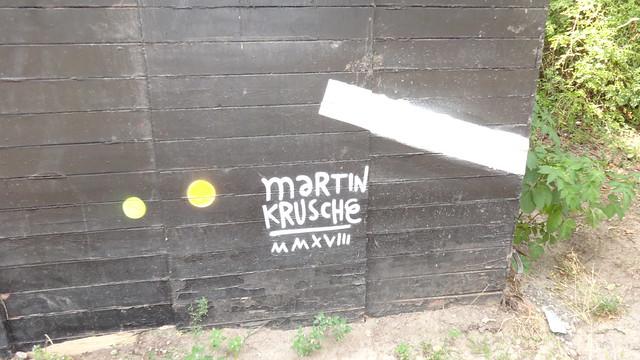 2018 Berlin Künstlersignet Wandmalerei von Martin Krusche am Strandbad Am Weißen See Seeweg in 13088 Weißensee