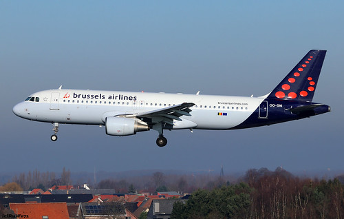 Brussels Airlines Airbus A320-214 OO-SNI | by RuWe71