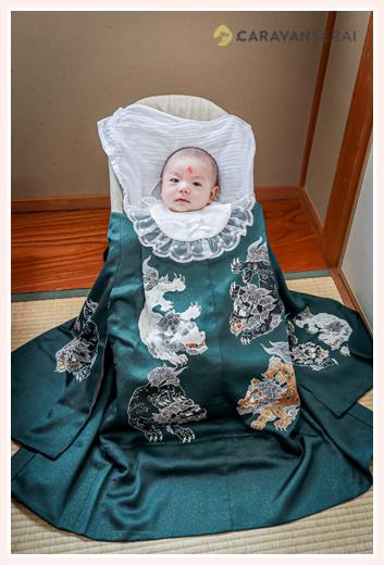 お宮参り 赤ちゃん(男の子)の額に「大」の文字 関西のならわし