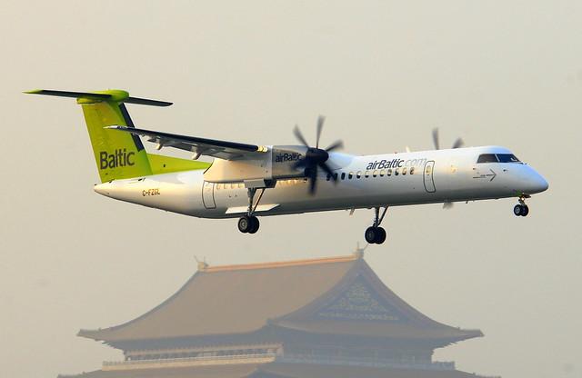 airBaltic Bombardier Dash 8-Q402 C-FZGL
