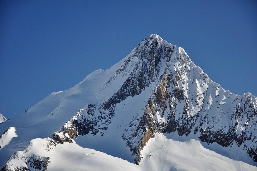 Finsteraarhorn Berner Alpen / Alpes bernoises Switzerland photo 07