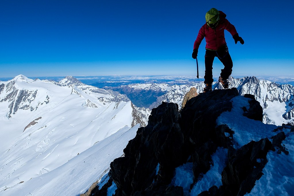 Finsteraarhorn Berner Alpen / Alpes bernoises Switzerland photo 16