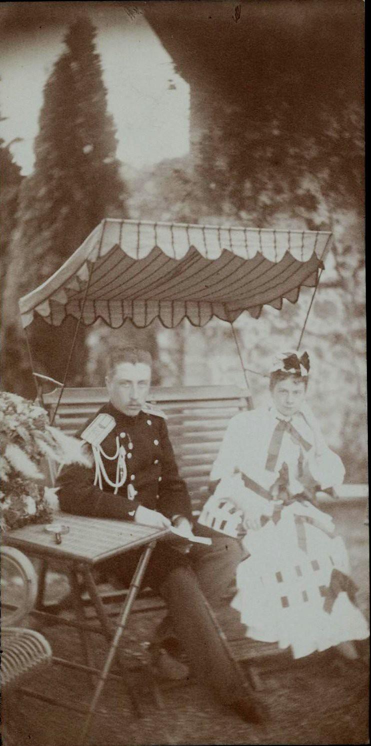 1890-е. Снимок военного с дамой