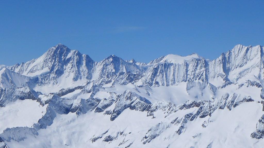 Finsteraarhorn Berner Alpen / Alpes bernoises Switzerland photo 09