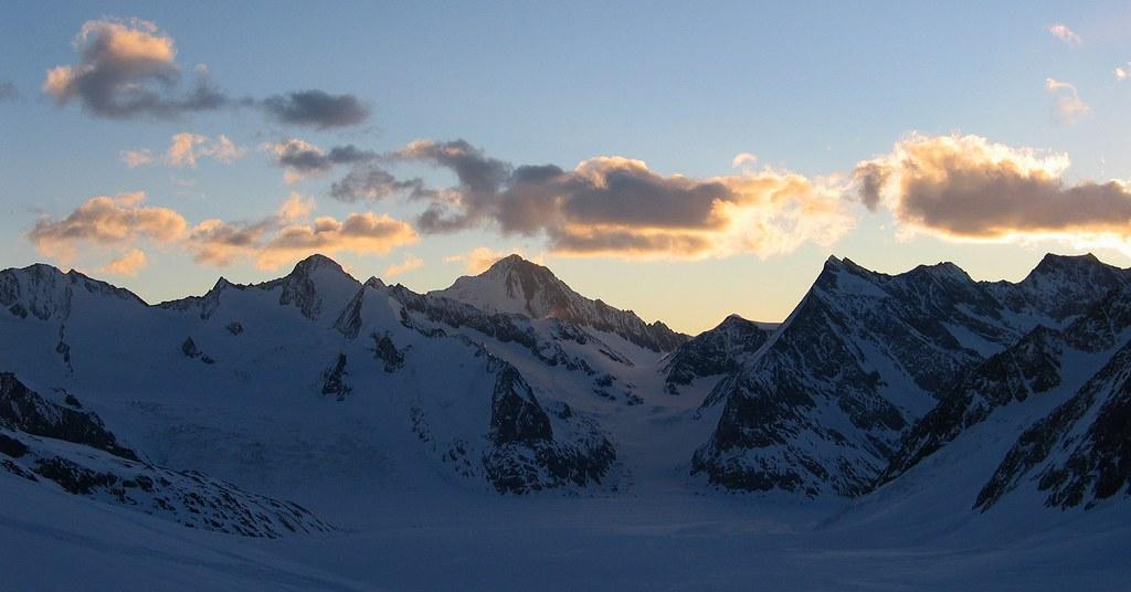 Finsteraarhorn Berner Alpen / Alpes bernoises Switzerland photo 10