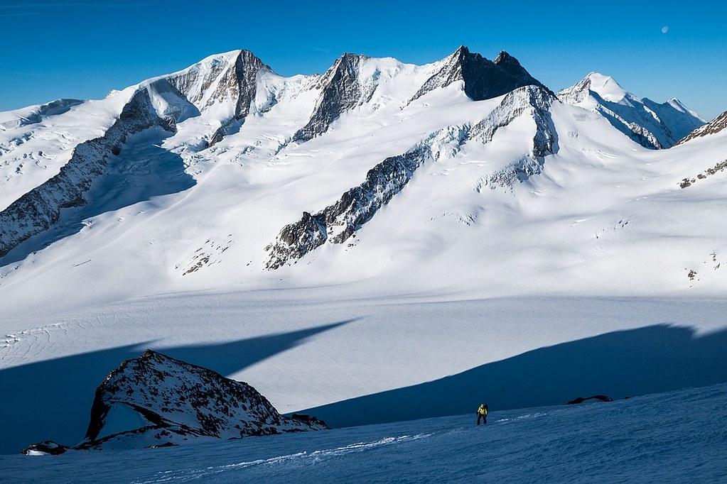 Finsteraarhorn Berner Alpen / Alpes bernoises Switzerland photo 13