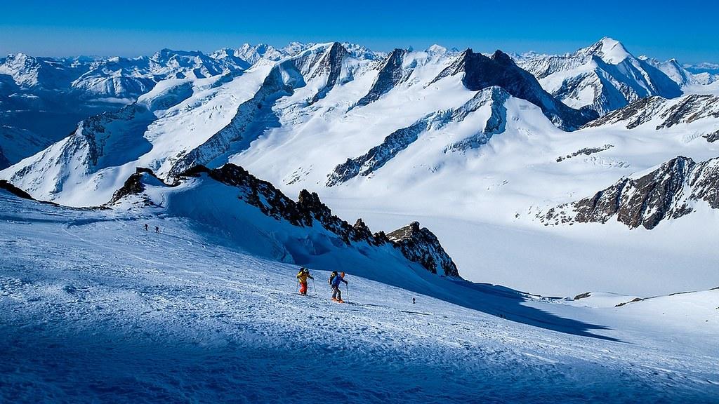Finsteraarhorn Berner Alpen / Alpes bernoises Switzerland photo 14