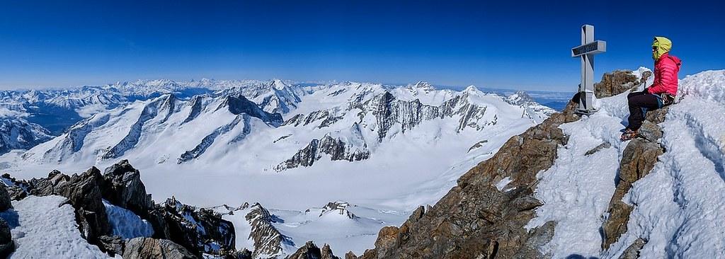 Finsteraarhorn Berner Alpen / Alpes bernoises Switzerland photo 18