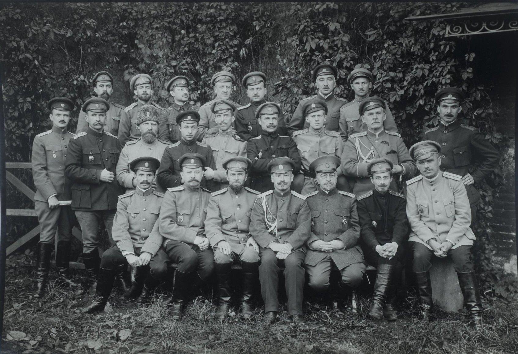 1910-е. Групповой снимок военных1