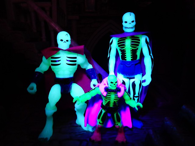 Scare-GLOW!