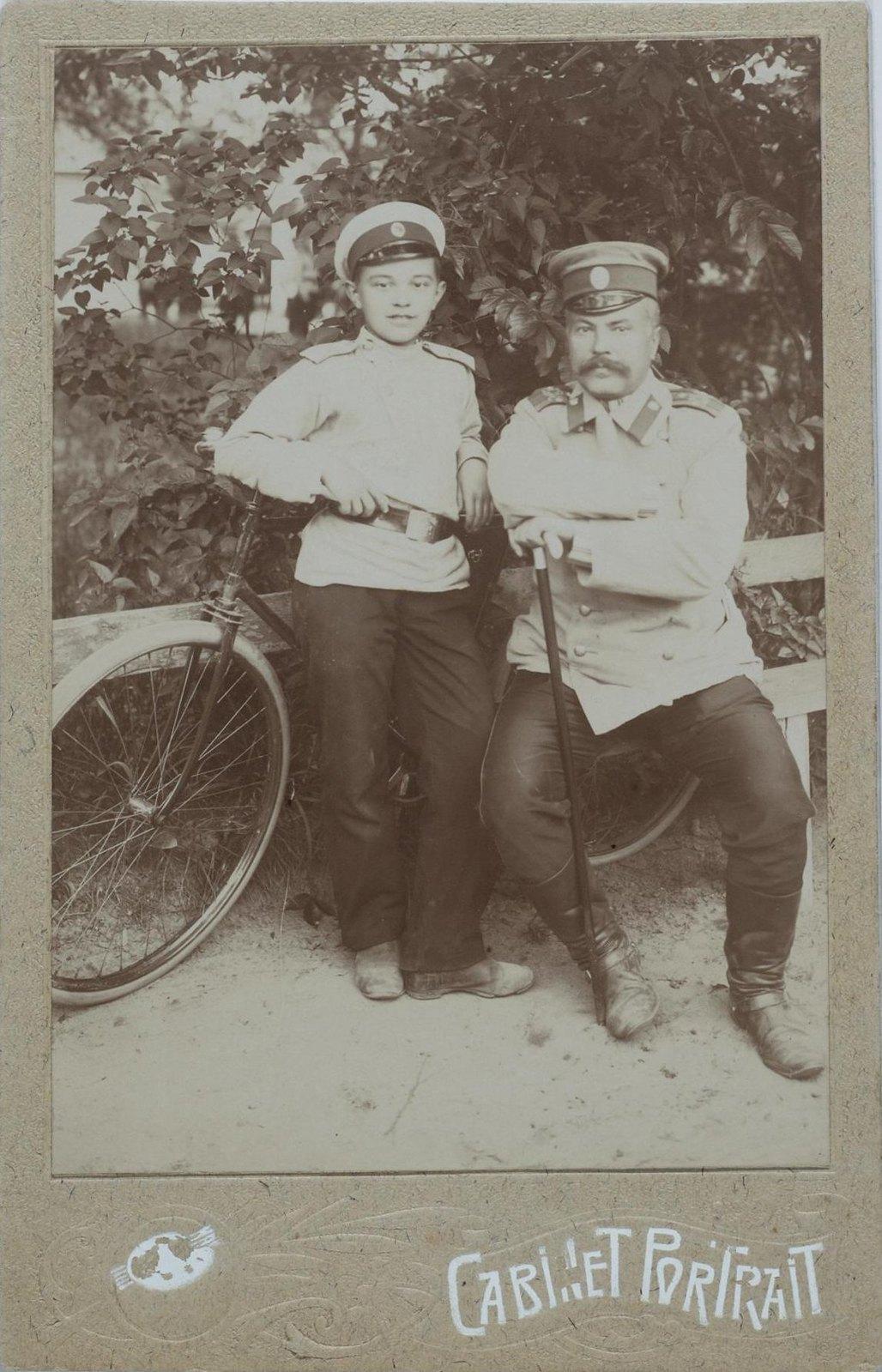 1890-е. Портрет неизвестного военного с мальчиком