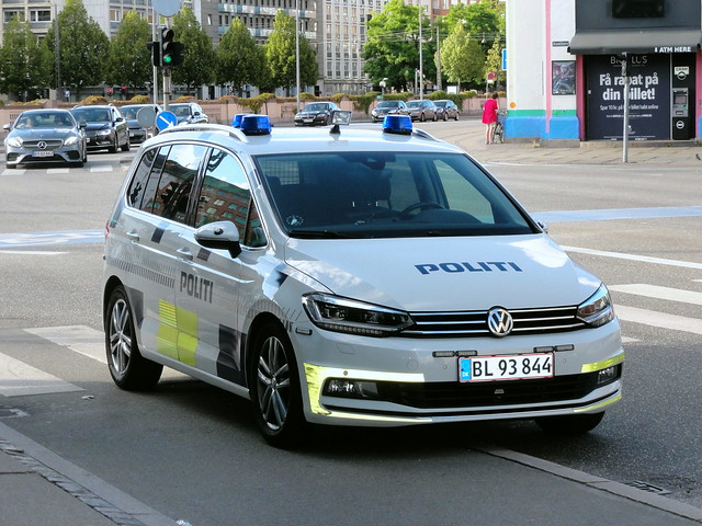 Copenhagen Police traffic car VW Touran BL93844 waits while its crew deal with a shoplifter