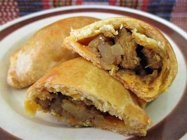 Loke Ming Yuen curry puffs