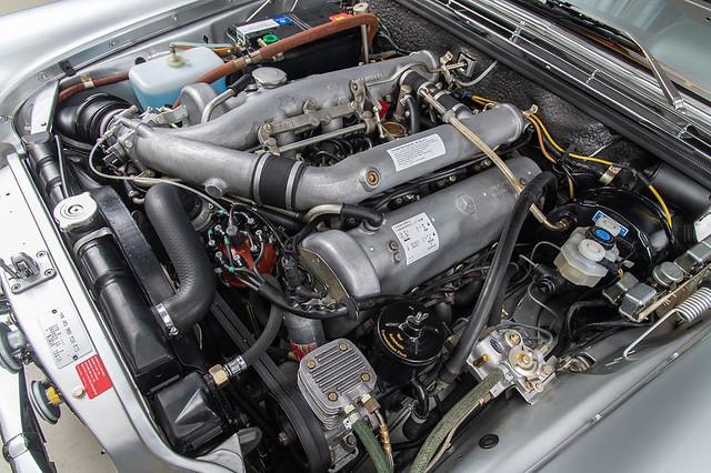 Mercedes-300-SEL-6.3-10