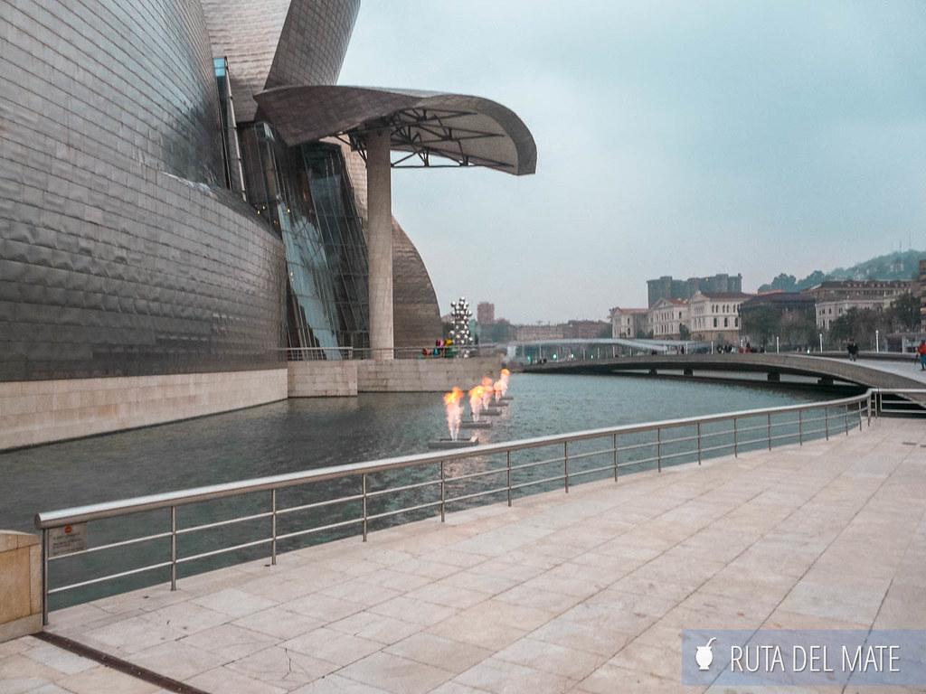 Fuente de Fuego de Yves Klein Guggenheim Bilbao