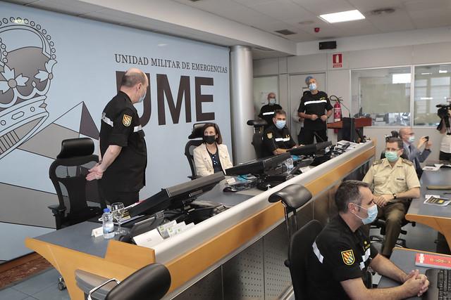 La ministra de Defensa Margarita Robles visita la Unidad Militar de Emergencias.