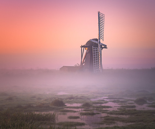 lowestoft england unitedkingdom windmill anthonywhitesphotography orangesunrise mist alone glow wacomintuospro