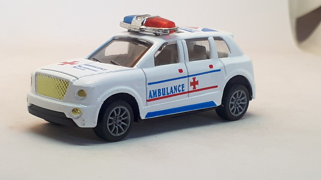 HELI BENTLEY BENTAYGA AMBULANCE 1/64