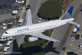 N498UA Airbus A320 United Airlines Los Angeles Airport KLAX 08.11-16