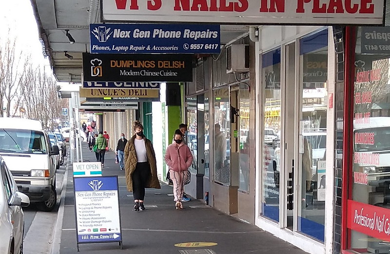 Street strip shopping in Centre Road