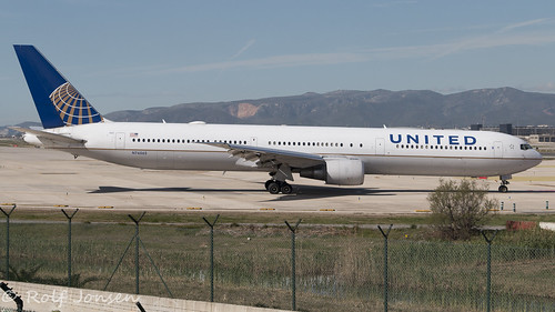 N76065 Boeing 767-400ER United Airlines Barcelona Airport LEBL 16.03-18