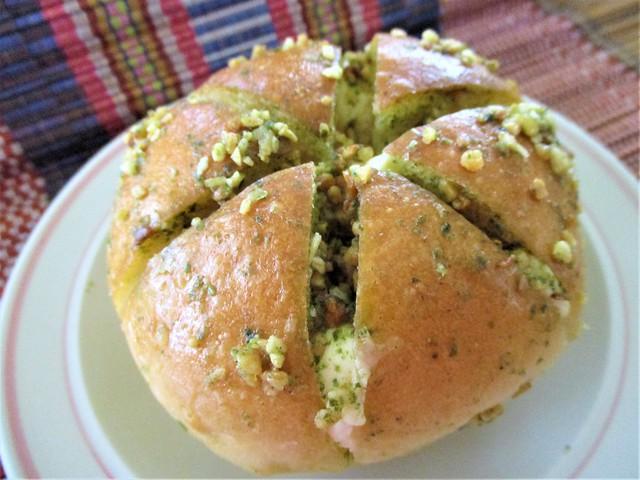 Louis Bakery garlic cheese buns