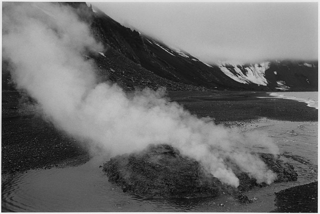Exposición Antártida negra, de la fotógrafa argentina Adriana Lestido