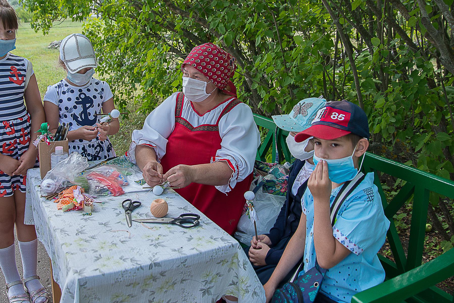 Мастер-классы с детьми на территории музея «Тарханы». Фотографии А. Семенова