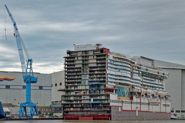 ein Kreuzfahrtschiff im Bau