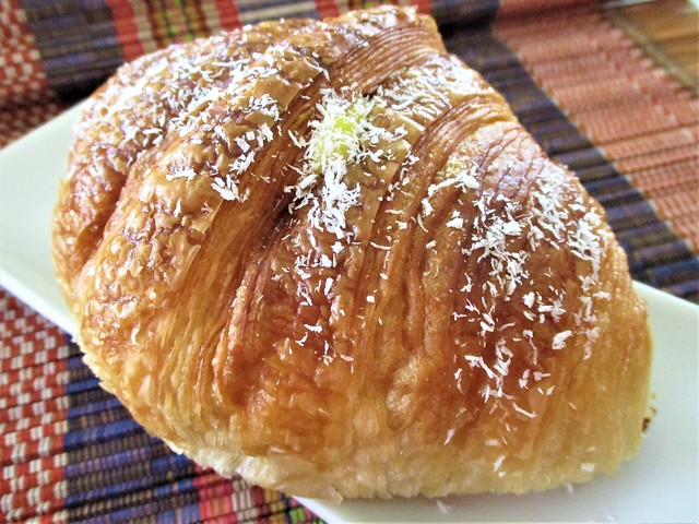 Louis Bakery croissant, mango cream