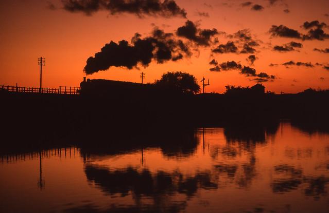 47327 Crossing Butterley Reservoir. 27/10/1995.