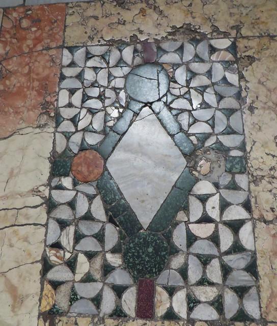 Pavement en opus sectile (XIIe), cathédrale de la résurrection de Notre-Seigneur XVIIIe, Ravenne, Emilie-Romagne, Italie.