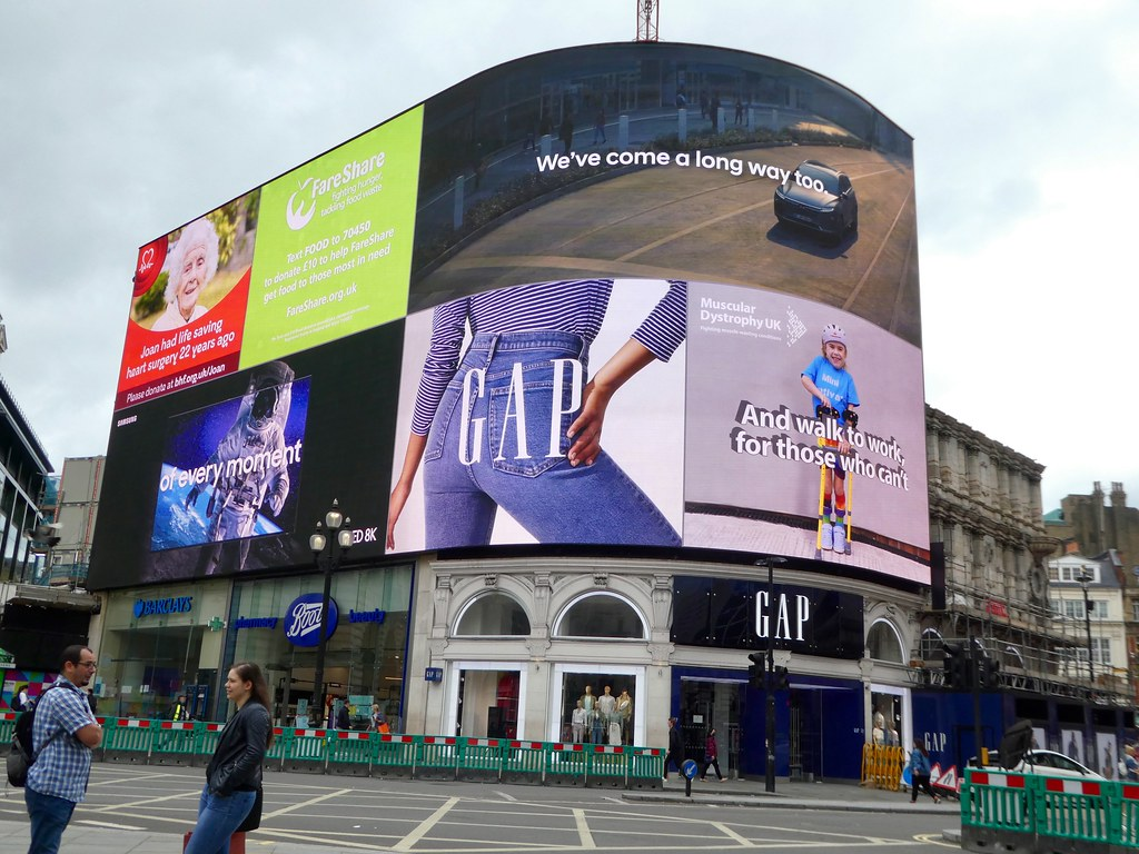Advertising screen, Piccadilly Circus