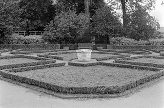 Garden, Holland Park,  Holland Park, Kensington & Chelsea, 1987 87-7f-56-positive_2400
