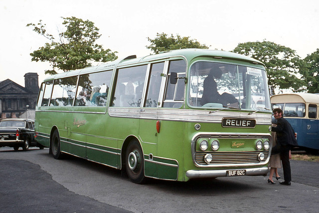 Southdown Motor Services . 1182 BUF82C . Scarborough , Yorkshire . Saturday afternoon 12th-June-1971 .