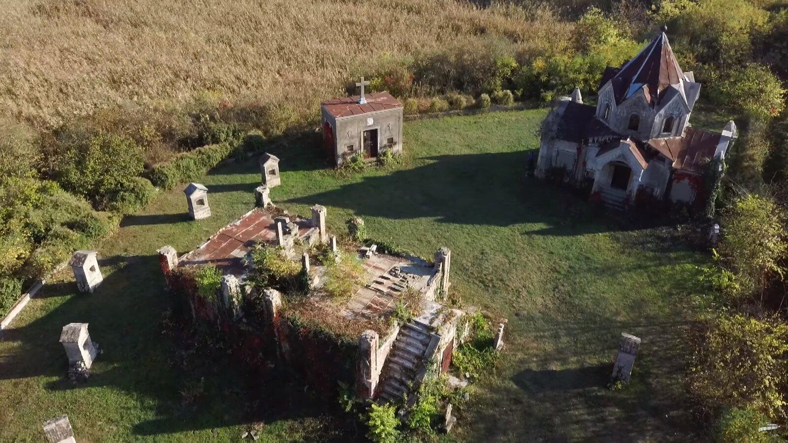 Felújítanak egy gyönyörű kiszombori kápolnát és sírkertjét