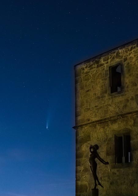 Der Komet Neowise bei der Y-Burg