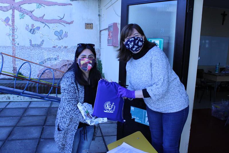 Entrega de materiales escolares a los alumnos de Kínder