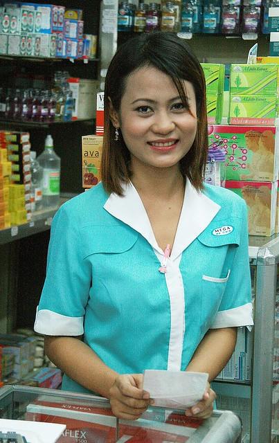 pretty shop girl